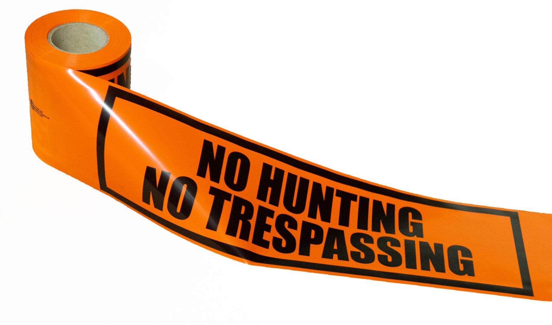 NO HUNTING NO TRESPASSING